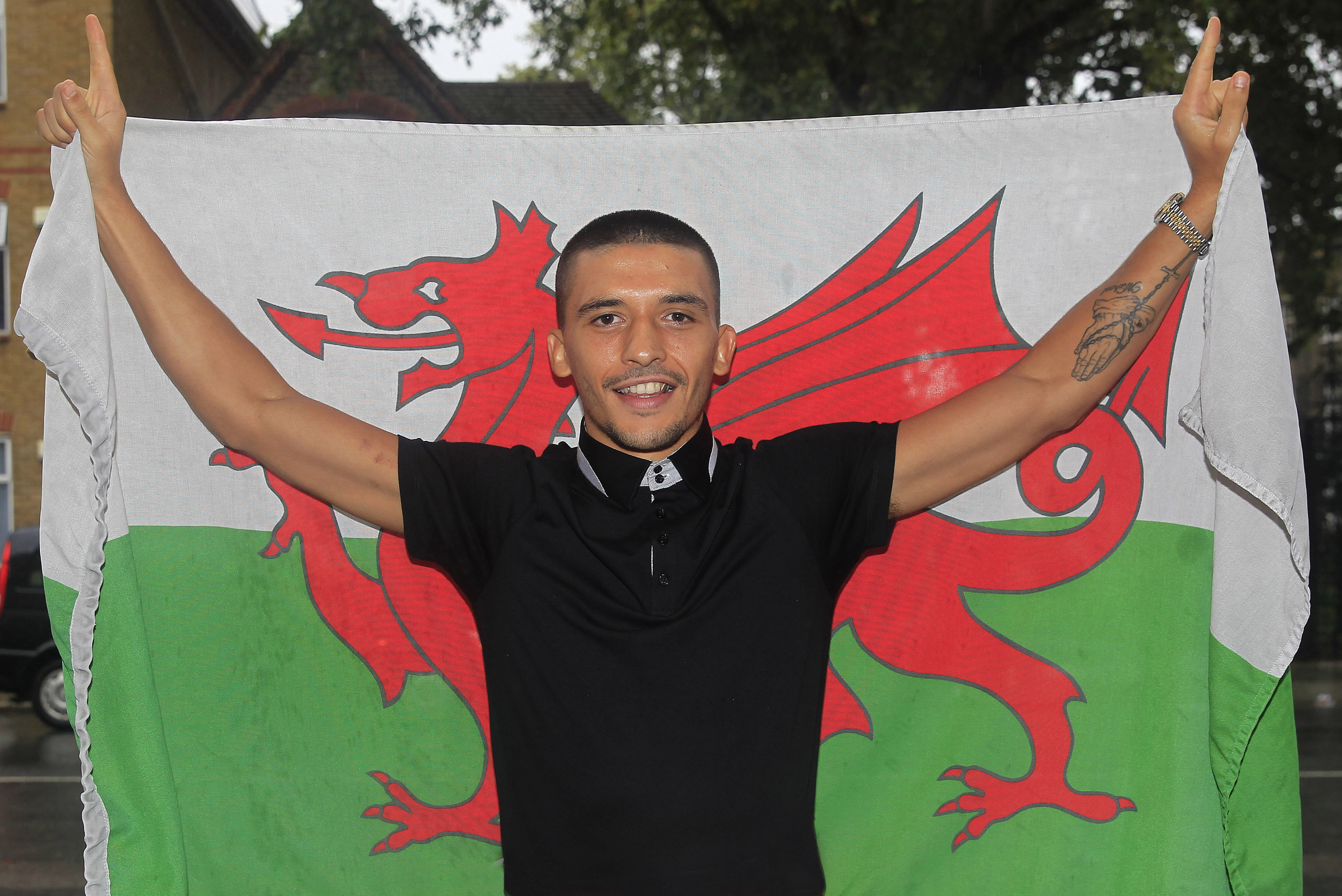 Shiv Naresh Teens Boxing Gloves 12oz: 'LIGHTNING' LEE SELBY RETURNS TO ACTION AT THE O2